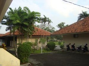 Salah satu sisi halaman kampus