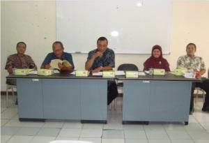 Ketua koperasi memberikan penjelasan tentang program-program yang  telah dilaksanakan selama tahun 2012
