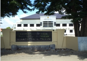 Papan Nama Kampus PGSD Tegal