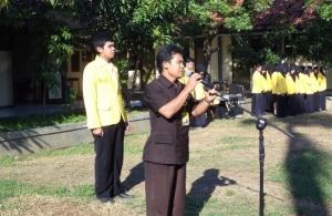 Pembina Upacara memberikan sambutan pada peserta upaara