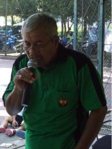 Pak Noto, menyanyikan lagu campursari Sewu kuto. Mantap ya, ternyata tidak hanya bisa bermain tenis saja, nyanyi juga ok ...