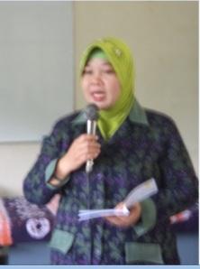 Endah Peniati, M.Si, Sedang menyampaikan materi Manajemen Perwalian Mahasiswa