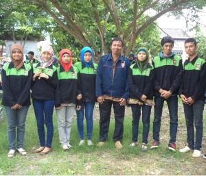 Bersama mahasiswa KKN Desa Lebeteng